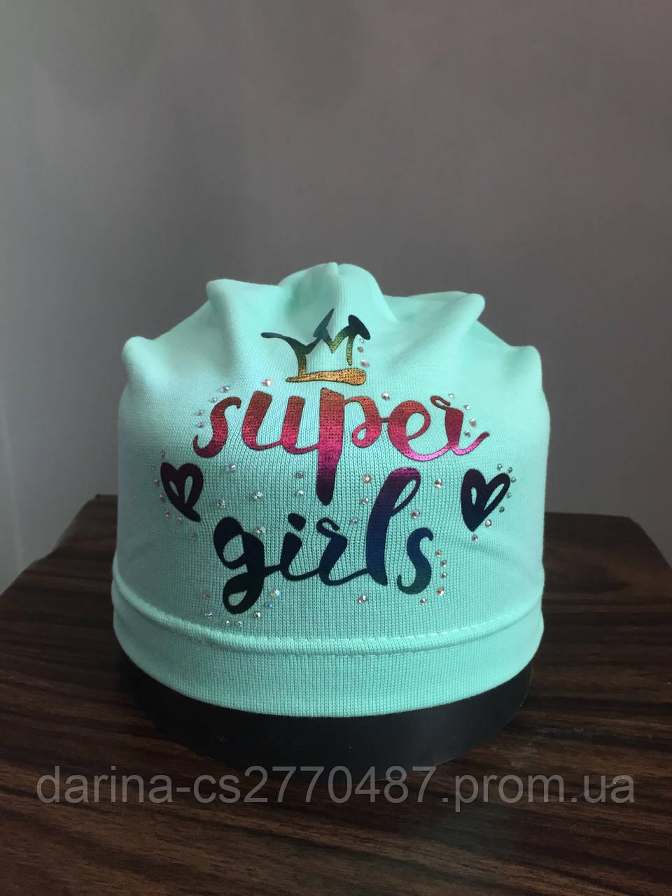 Трикотажная однослойная шапка с принтом для девочки
