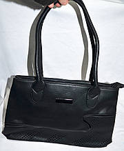 Женская черная сумка из кожзама 34*23 см с узором и перфорацией
