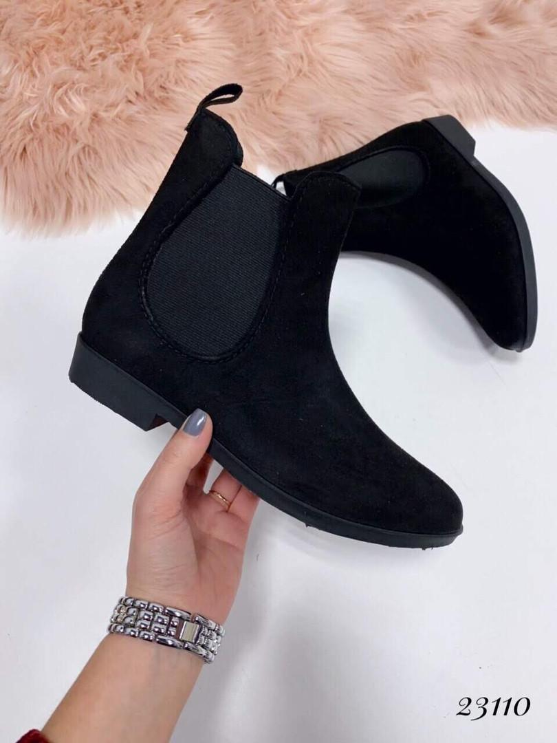 Ботинки резиновые сбоку резинка черные