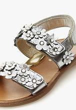 Детская обувь. Босоножки на липучке, украшены цветами для девочки серебро и белый кожа  Naturino, Италия