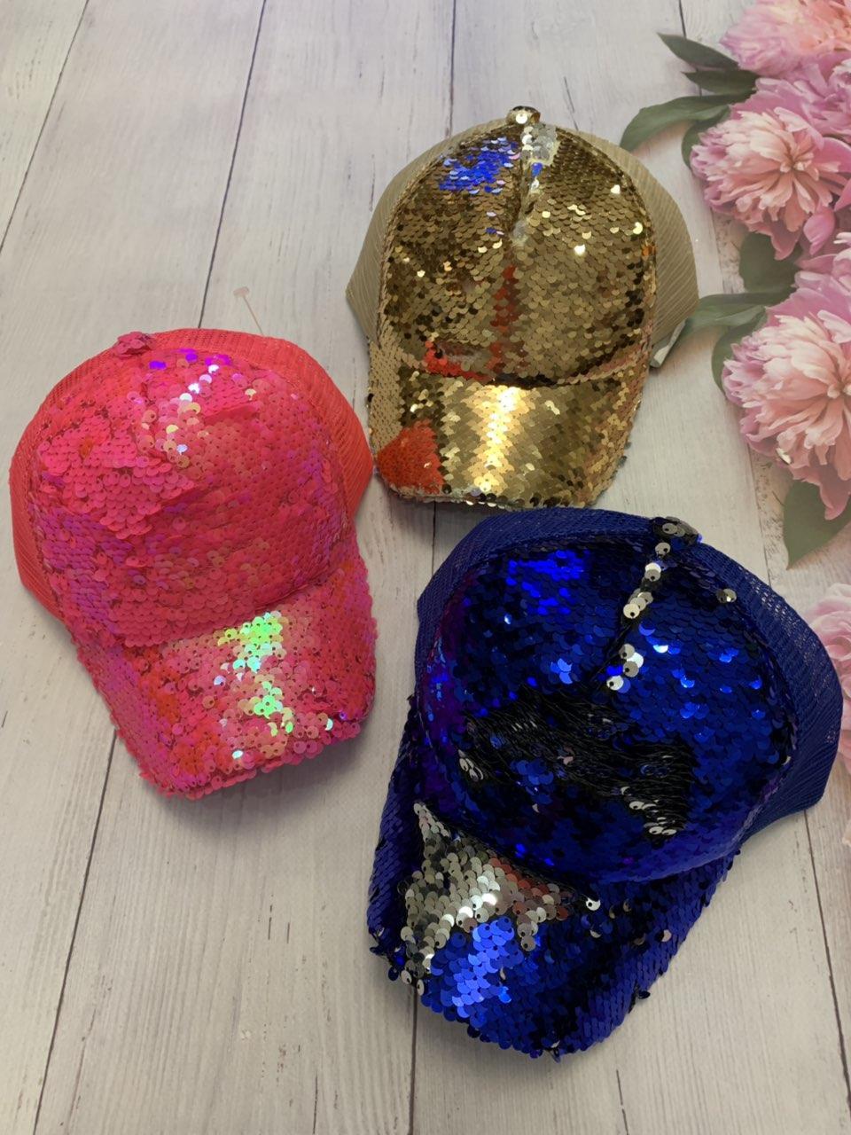 Детская стильная кепка для девочки декорирована пайетками