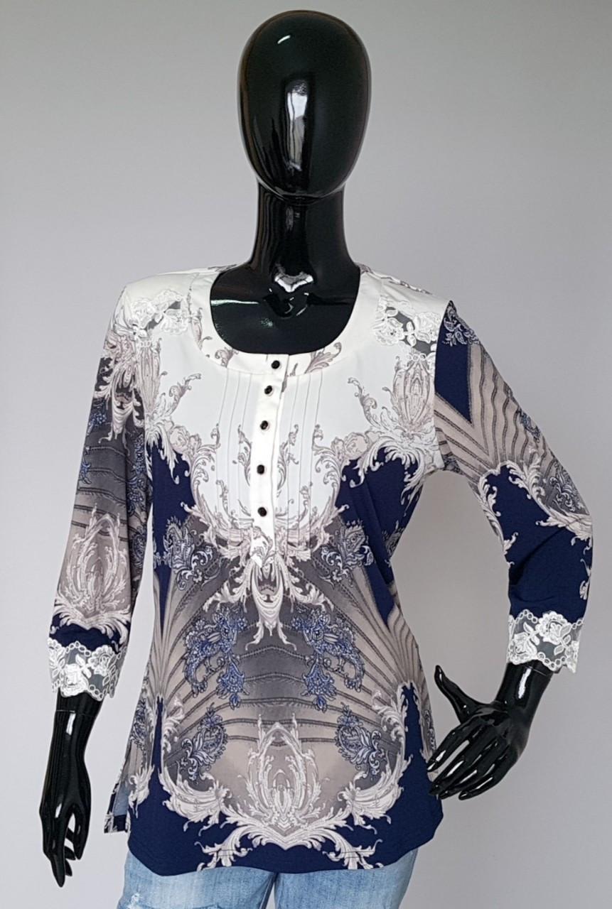 Нарядная женская блуза с кружевным украшением на рукавах