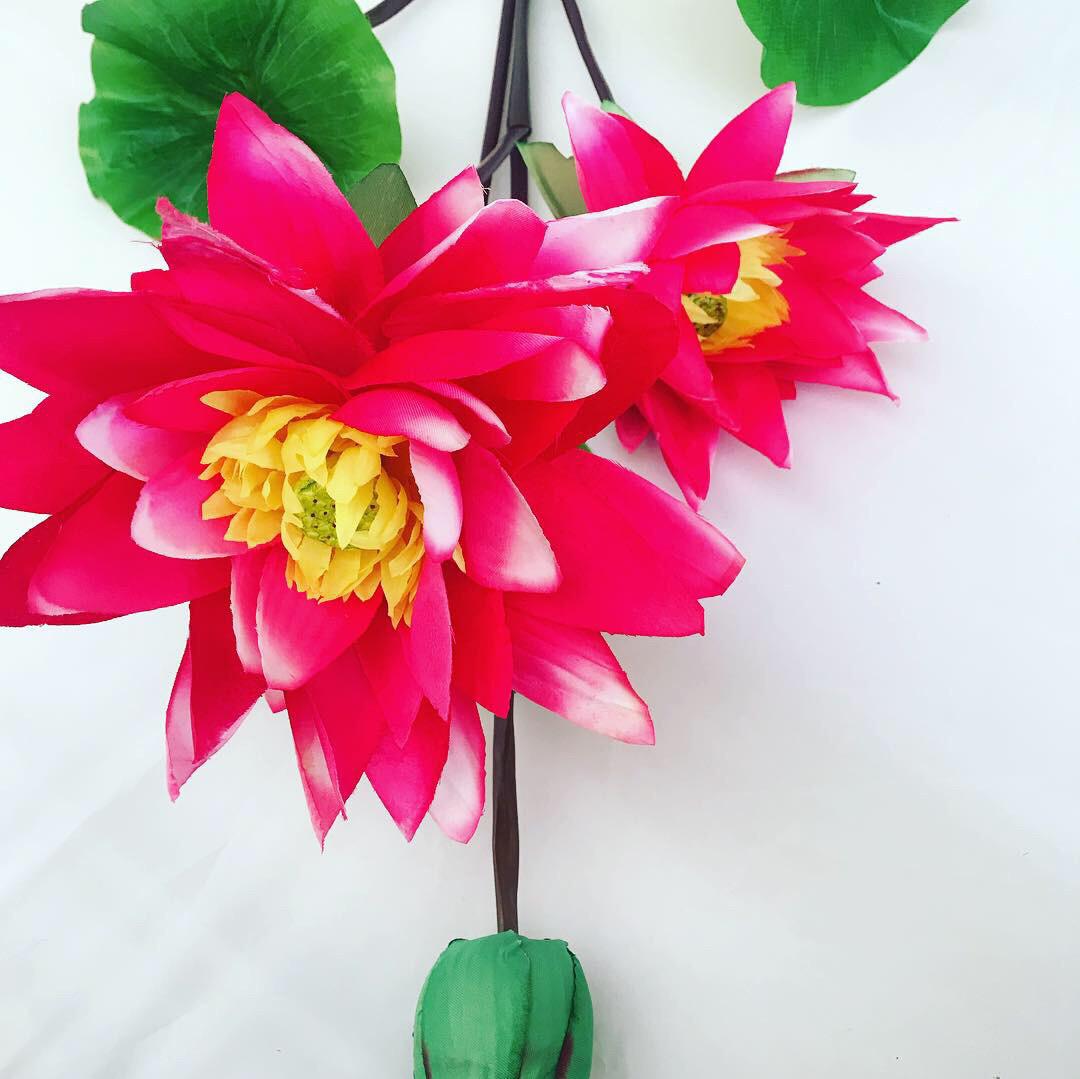 Искусственные цветы.Искусственная ветка лотос.