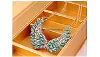 """Ожерелье """"Крылья"""" нарядное с кристаллами, в форме крыл,  зеленого цвета."""