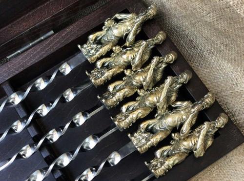 """Набор шампуров ручной работы """"Козак """" в кейсе из натурального дерева"""