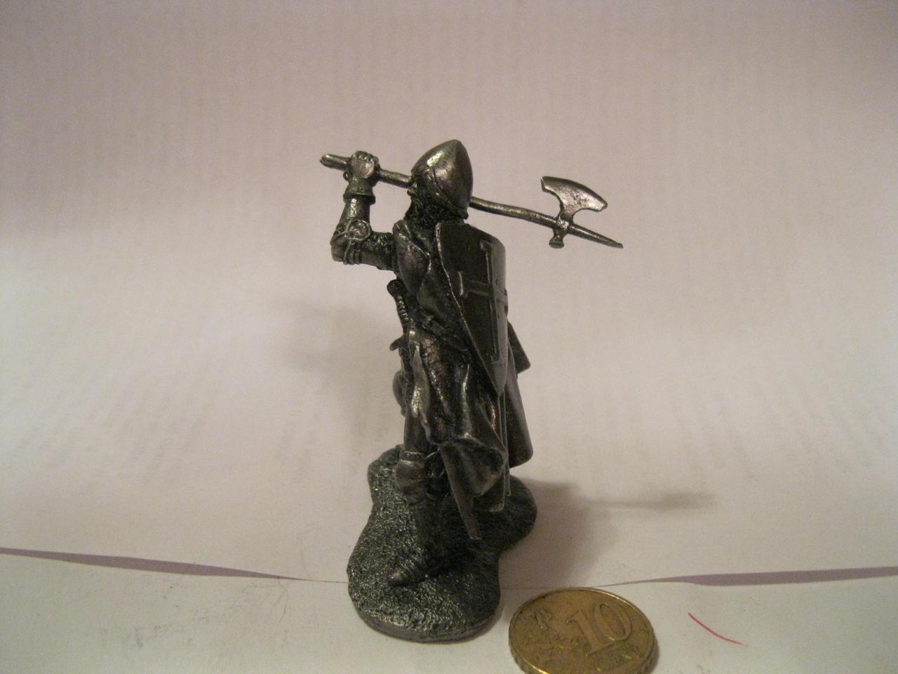 Статуэтка фигурка статуэтка сплав олова рыцарь ВОИН в доспехах с топором