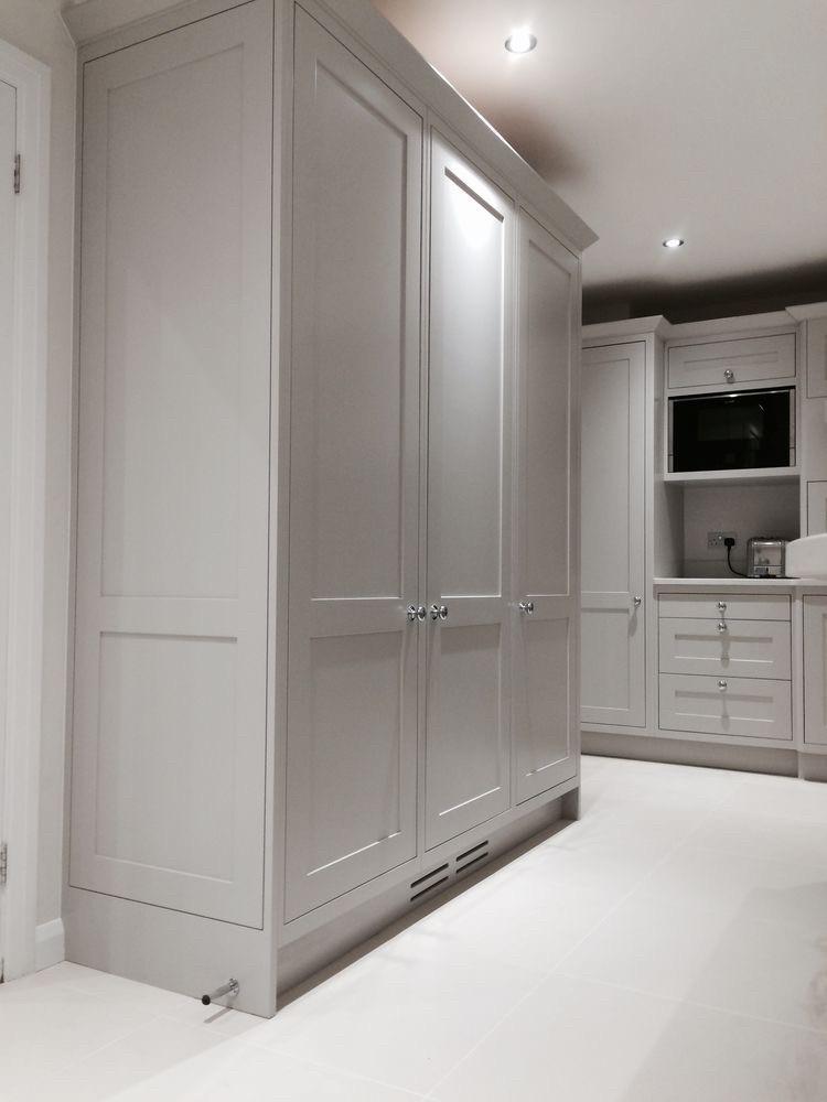Шкаф в прихожую с фрезерованными фасадами  в стиле современная классика. Новинка 2019