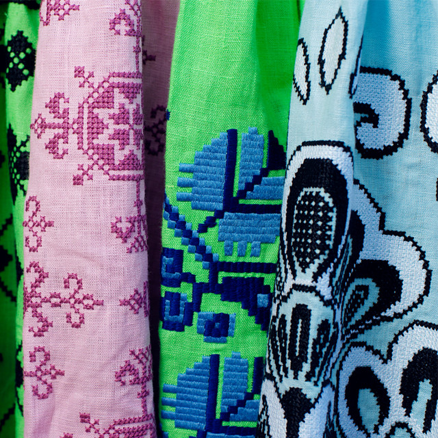 Одежда и аксессуары с вышивкой