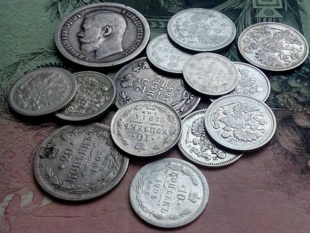 Старинные монеты из серебра.