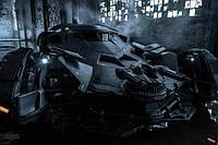 "Постер / Плакат ""Бэтмен Против Супермена: На Заре Справедливости (Бэтмобиль) / Batman v Superman: Dawn of Justice (Batmobile) """