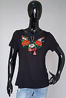 Женская футболка вышиванка «Роза с ромашками» черного цвета