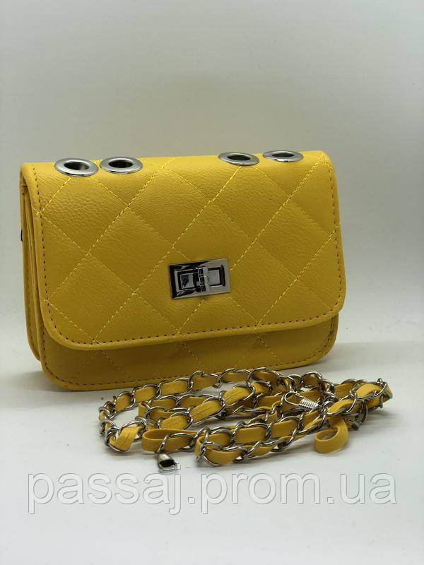 Яркая новая желтая сумка
