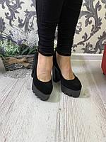 Закрытые туфли с ремешком на щиколотке замша