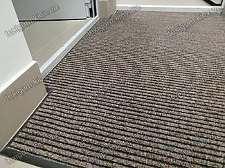Грязезащитный ворсовый ковер на резиновой основе при входе в помещение 38