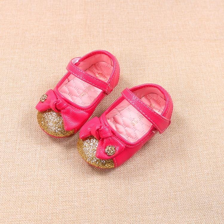 Туфли пинетки Материал верха - эко-кожа. Подошва - резина. Застежка - липучка