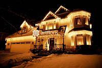 Праздничное оформление дома к новому году, иллюминация коттеджа, новогоднее оформление фасада загородного дома