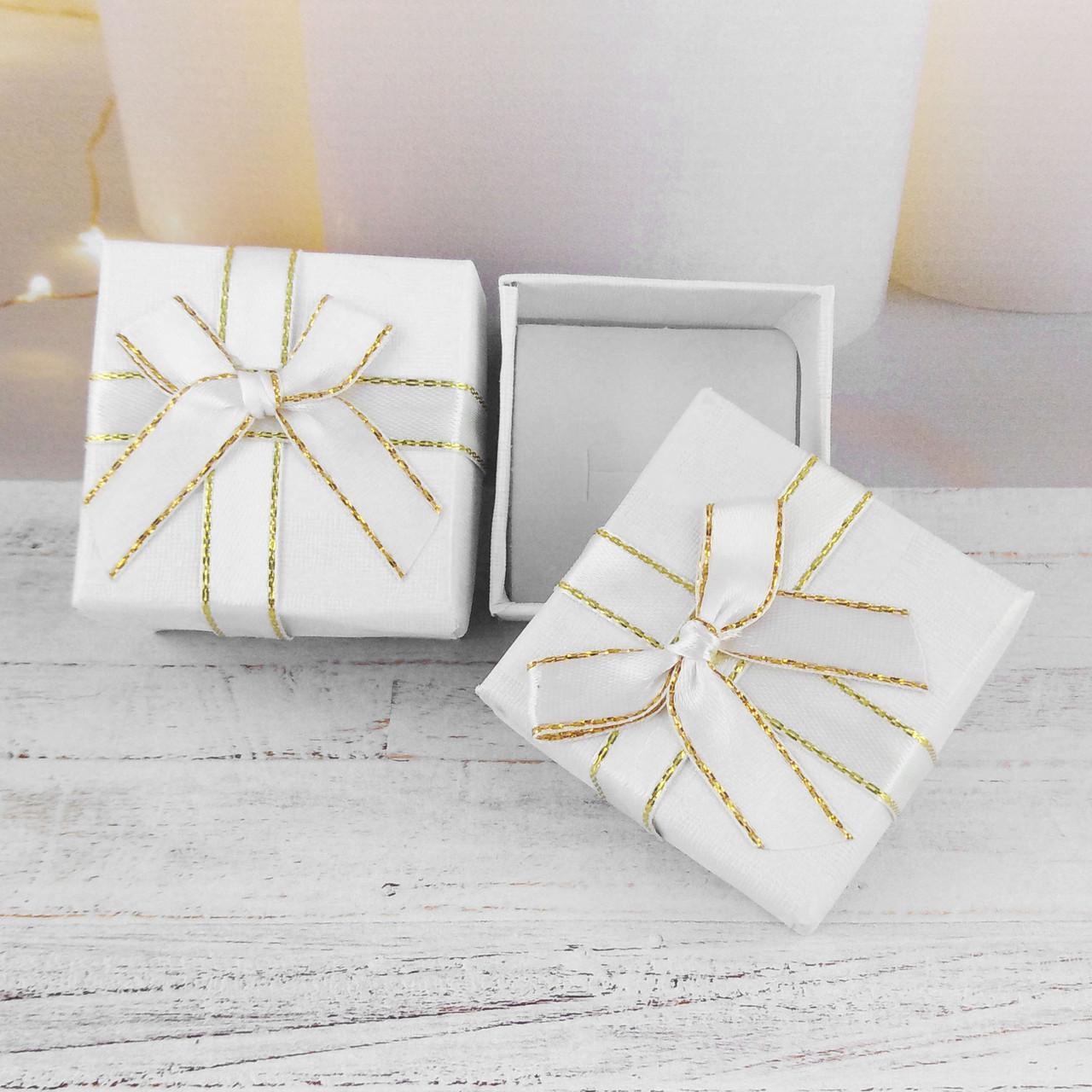 Подарочная коробочка с бантиком, белая