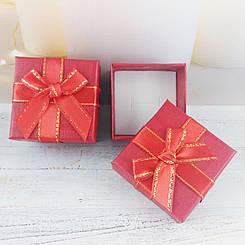 Подарочная коробочка с бантиком, красная