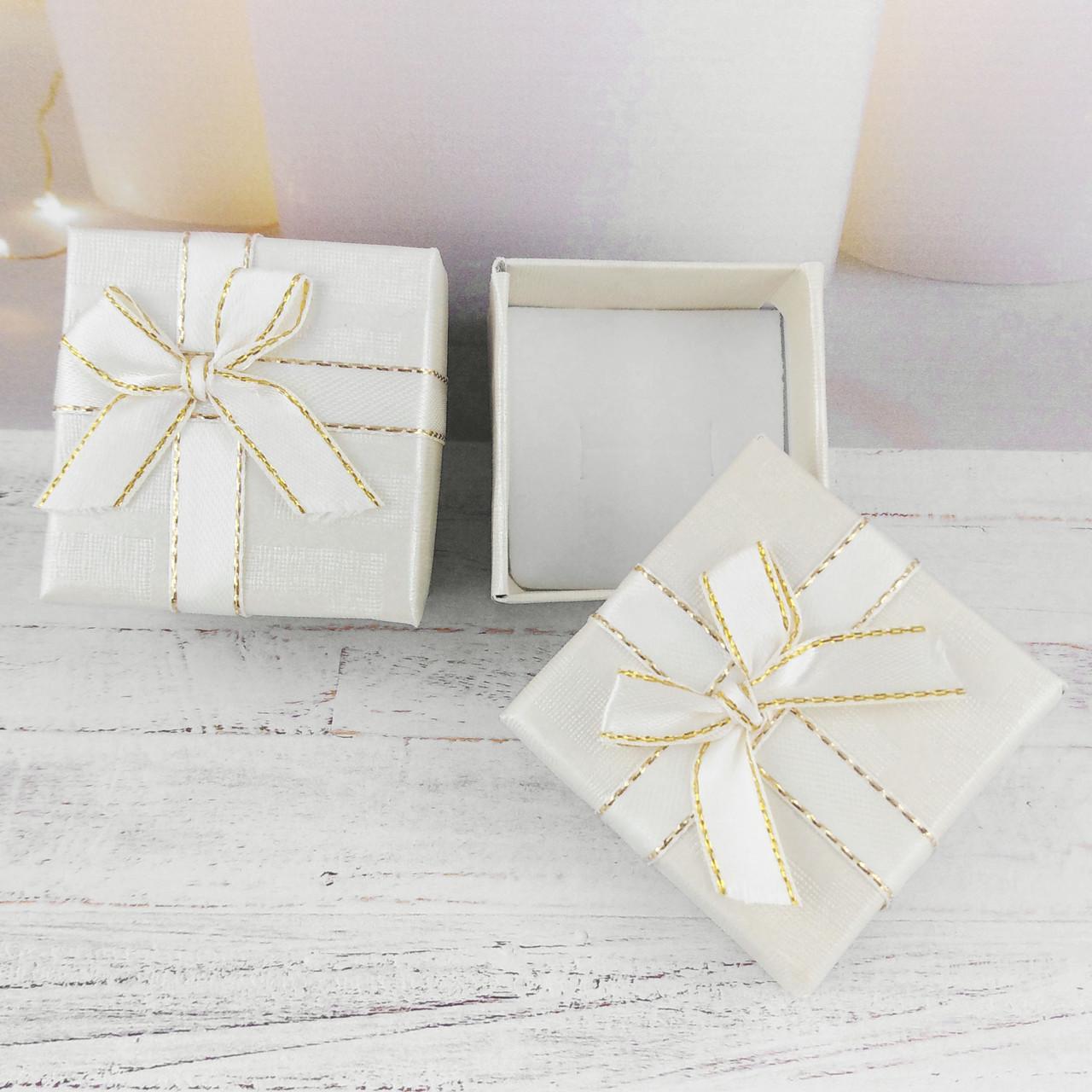 Подарочная коробочка с бантиком, цвет молочный
