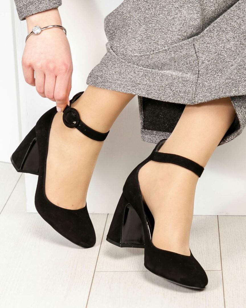 Эксклюзивные велюровые женские туфли на каблуке с ремешком