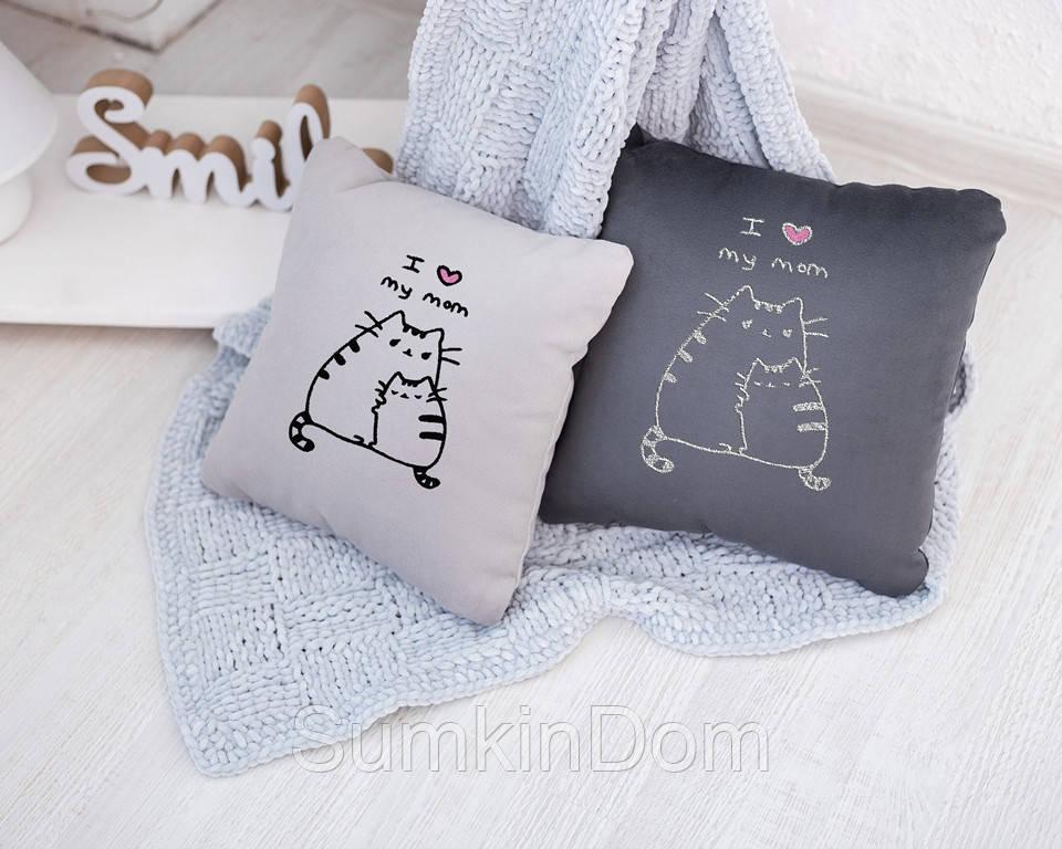 Подушка подарочная для женщин «Люблю маму» флок