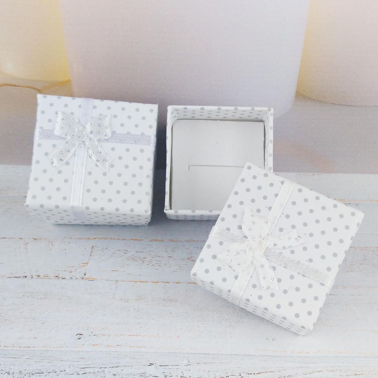 Подарочная коробочка Горошек, цвет белый