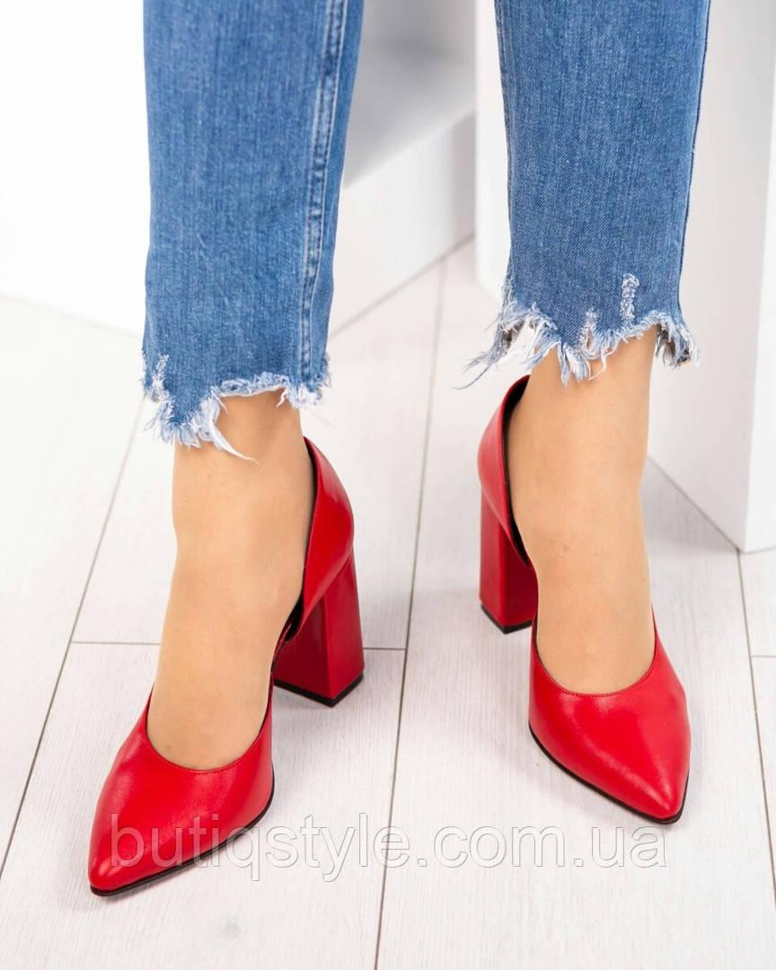 35, 36 размер  женские туфли красные на каблуке натуральная кожа