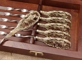"""Подарунковий набір шампурів з бронзовими ручками """"Вовча зграя"""" в кейсі з натурального дерева"""