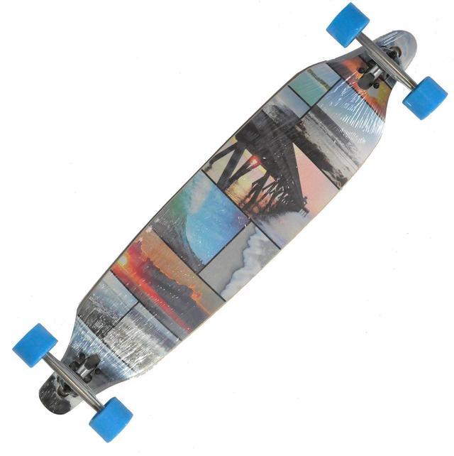 Лонгборд Longboard LB-4109-BL - карвінговий скейтборд з заниженим центром тяжіння по типу Drop Trough (кріплення підвіски, через прорізи, зверху до деки) для придання більшої стійкості, та полегшеного управління з незначним повздовжнім прогином concave.