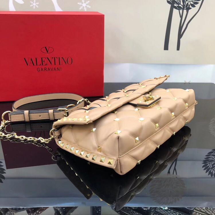 f7735fa1db07 Сумка, клатч от Валентино модель Candystud натуральная кожа, цвет бежевый,  ...