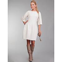 Белое платье, из мягкой валенной шерсти, в авангардном стиле.