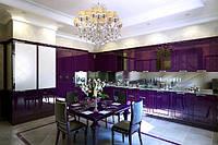 Фиолетовая кухня в современном интерьере