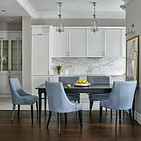 Белая кухня с карнизом в современном стиле