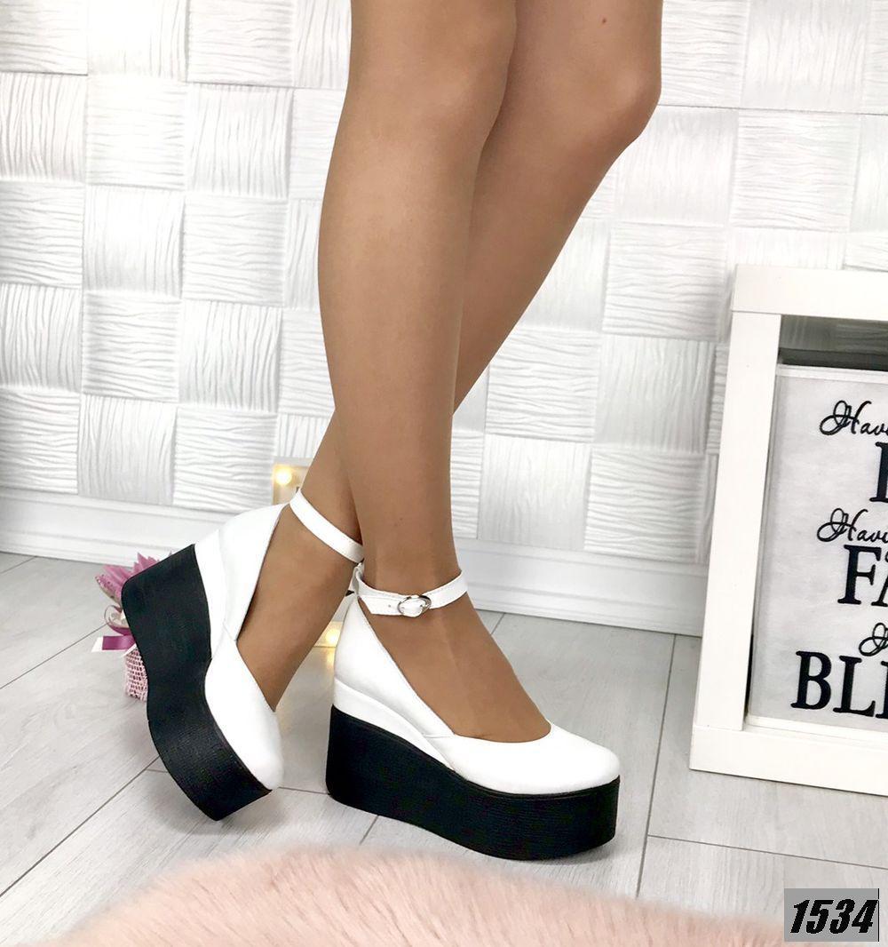 Туфли женские кожаные белые на платформе с ремешком