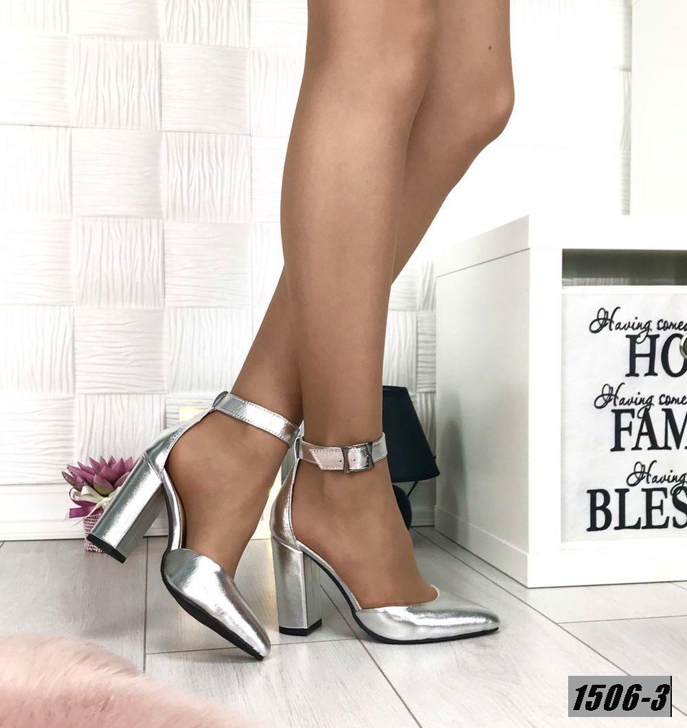 Туфли кожаные на каблуке с ремешком на щиколотке серебро