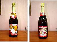 Наклейка этикеток на шампанское на свадьбу