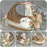 Красивая пасхальная корзина с декоративным кроликом и ажурными лентами, выс. 22 см., дно 14х25 см., фото 1