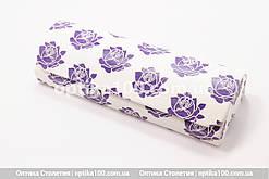 Білий футляр для окулярів з тисненням квітів. Закривається на магніт