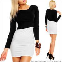 Черно-белое платье с рукавами