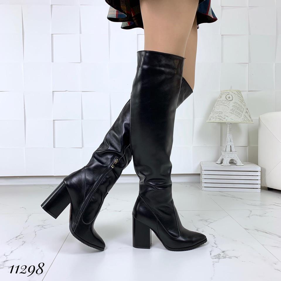 Демисезонные кожаные черные ботфорты на каблуке