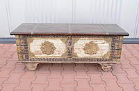 Indyjski drewniany kufer