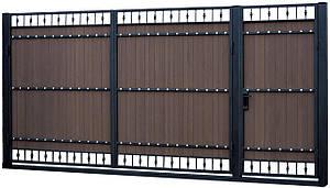 Металлические ворота въездные с доской ПВХ