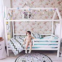 Кроватка домик с горизонтальными бортиками