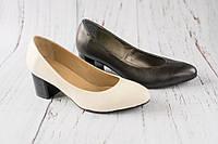 Жіночі туфлі на невисоким каблуке