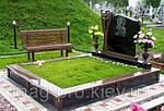 Монтаж штучної трави на кладовищі