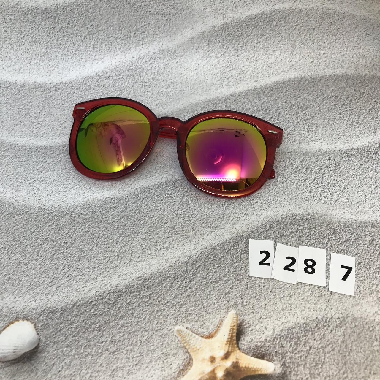 Солнцезащитные очки, цвет линз розовый в краной оправе