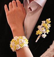 """Бутоньерка для жениха и браслет для невесты """"Бело-лимонные фрезии"""""""