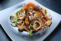 Жареная лапша с морепродуктами 250 г