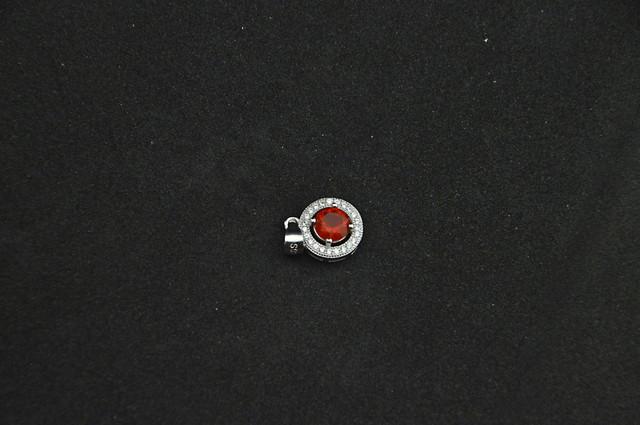 Серебряный кулон с красным камнем