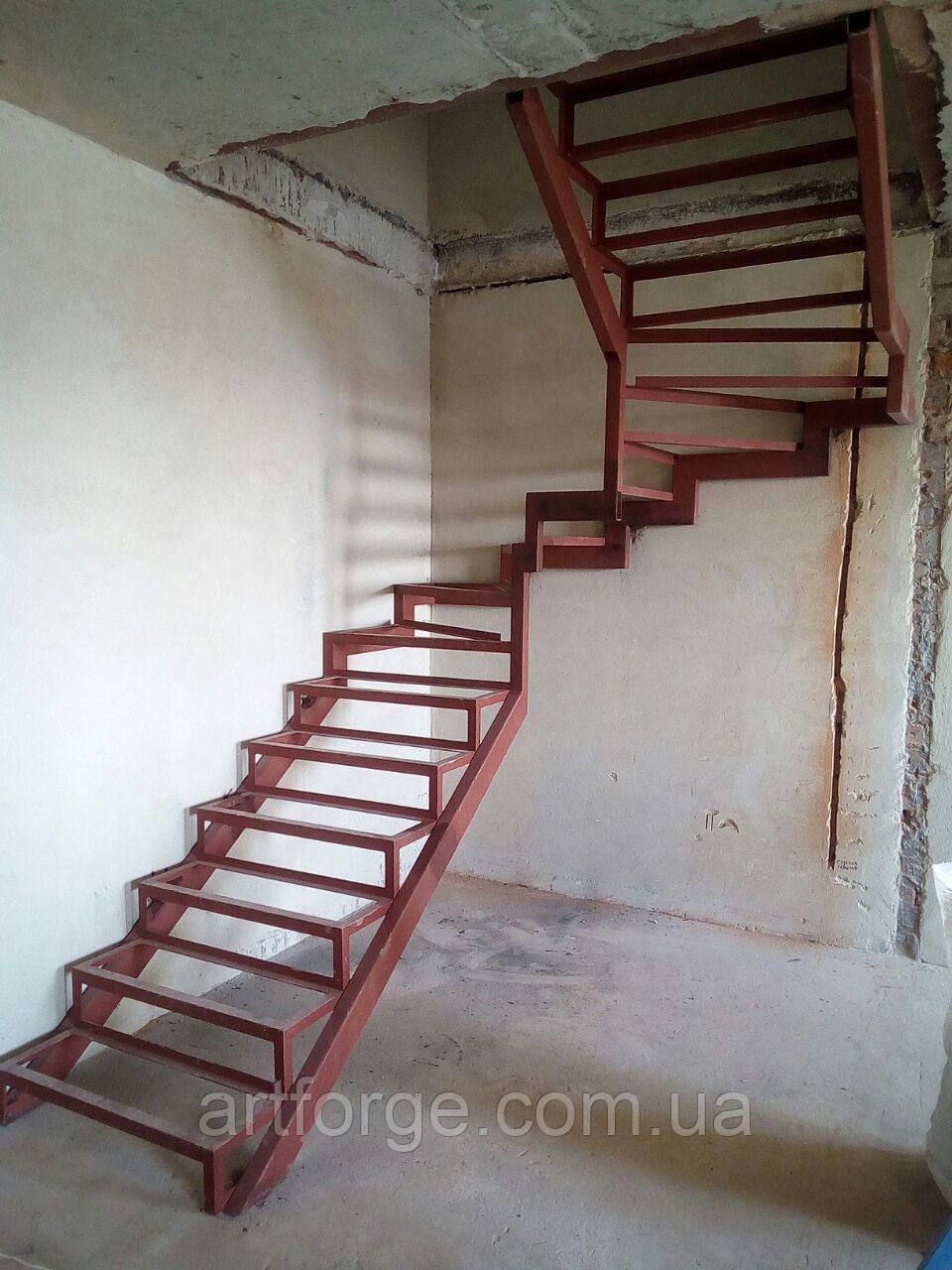 П-Образный каркас лестницы с разворотом 180 гр и забежными ступенями